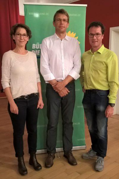 Prof. Olaf Eisen (m.) kam auf Einladung von MdL Jutta Niemann (l.) und MdB Harald Ebner (r.) nach Schwäbisch Hall